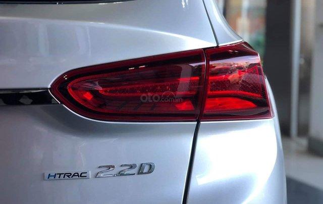 Hyundai Santa Fe tiêu chuẩn xăng giảm 50% thuế trước bạ - KM tiền mặt + phụ kiện lên đến 35tr4