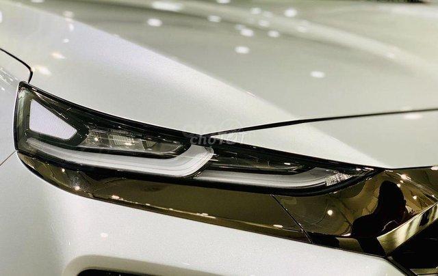 Hyundai Santa Fe tiêu chuẩn xăng giảm 50% thuế trước bạ - KM tiền mặt + phụ kiện lên đến 35tr6