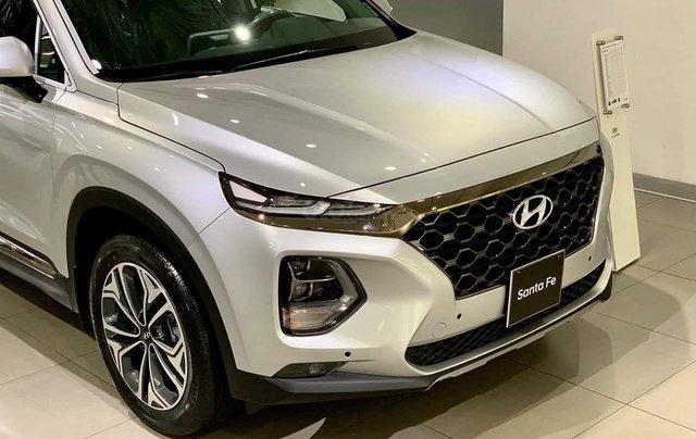 Hyundai Santa Fe tiêu chuẩn xăng giảm 50% thuế trước bạ - KM tiền mặt + phụ kiện lên đến 35tr8