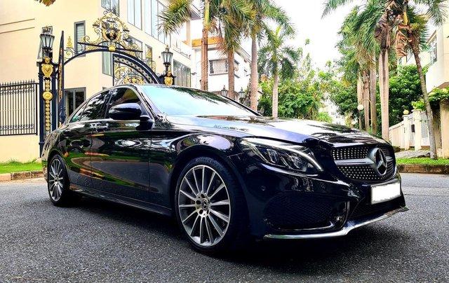 Bán Mercedes-Benz C300 cũ 2019, màu đen, nội thất đỏ duy nhất2