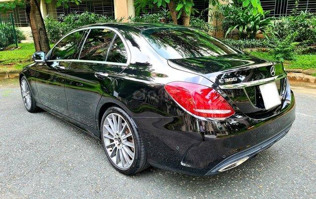 Bán Mercedes-Benz C300 cũ 2019, màu đen, nội thất đỏ duy nhất5