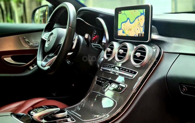 Bán Mercedes-Benz C300 cũ 2019, màu đen, nội thất đỏ duy nhất10