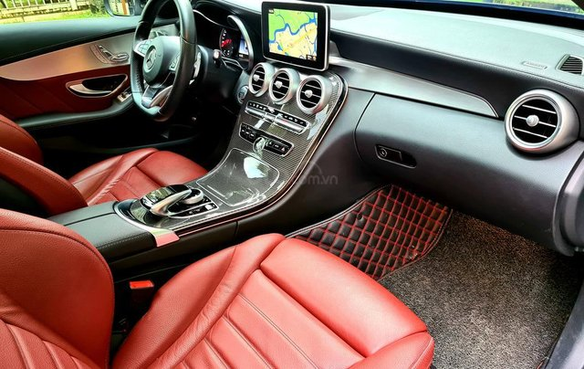 Bán Mercedes-Benz C300 cũ 2019, màu đen, nội thất đỏ duy nhất9
