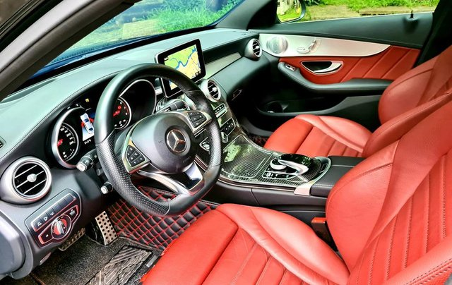 Bán Mercedes-Benz C300 cũ 2019, màu đen, nội thất đỏ duy nhất8