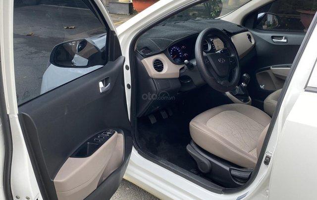 Chính chủ cần bán xe Hyundai Grand i10 sedan, số sàn, đời 2017, mới chạy 18000km9