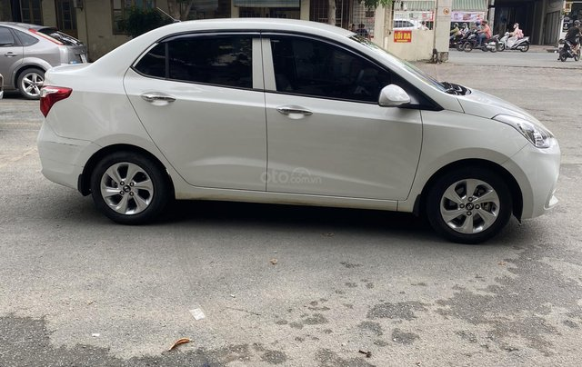 Chính chủ cần bán xe Hyundai Grand i10 sedan, số sàn, đời 2017, mới chạy 18000km3
