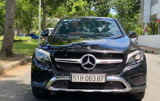 Bán GLC300 Coupe 2019 đen, nội thất đỏ, nhập nguyên chiếc, xe chạy 15.000km bao check hãng0