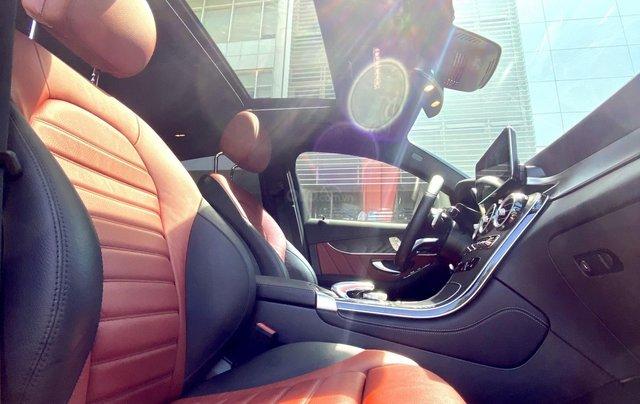 Bán GLC300 Coupe 2019 đen, nội thất đỏ, nhập nguyên chiếc, xe chạy 15.000km bao check hãng11