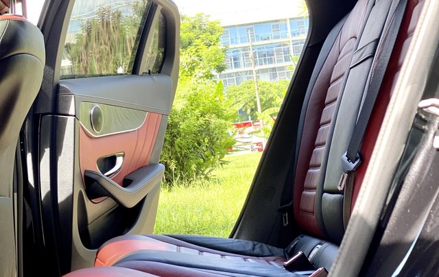 Bán GLC300 Coupe 2019 đen, nội thất đỏ, nhập nguyên chiếc, xe chạy 15.000km bao check hãng8