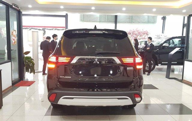 Mitsubishi Outlander 2.0 CVT Premium giá tốt nhất Hà Nội3