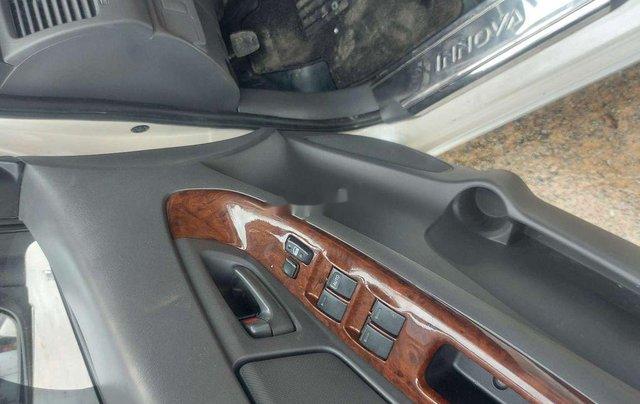 Cần bán xe Toyota Innova sản xuất 2013 còn mới, giá tốt2