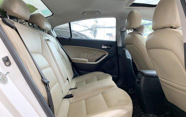 Bán xe Kia Cerato 2.0AT 2017 xe đẹp và trang bị nhiều tính năng nổi bật12