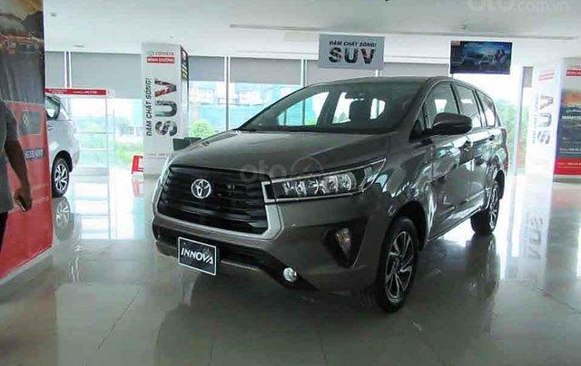 Bán Toyota Innova E 2.0 MT đời 2020, màu ghi vàng0