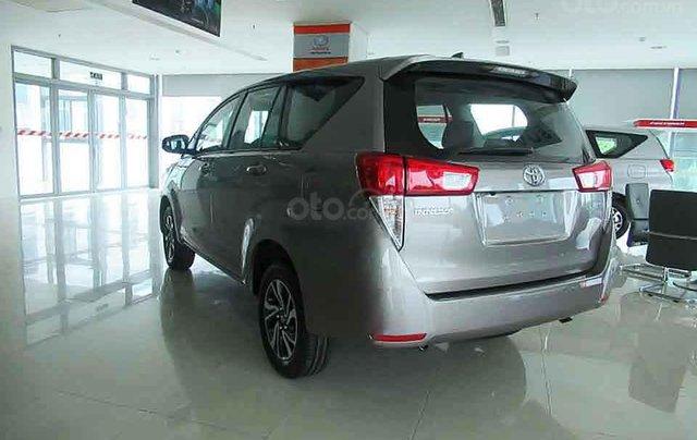 Bán Toyota Innova E 2.0 MT đời 2020, màu ghi vàng2