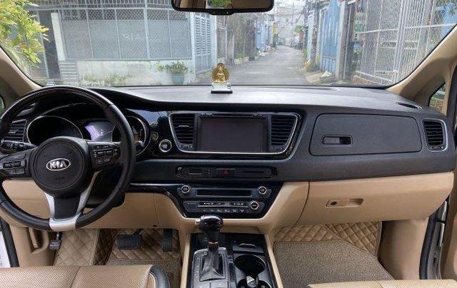 Xe Kia Sedona năm sản xuất 2016, màu trắng còn mới1