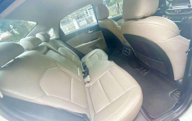 Cần bán xe Kia Cerato năm sản xuất 2019, màu trắng, giá 615tr 5