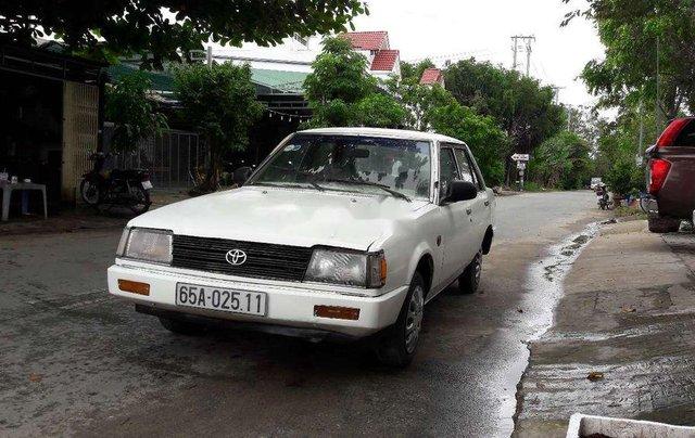 Cần bán gấp Toyota Corolla sản xuất 1982, màu trắng, nhập khẩu 3