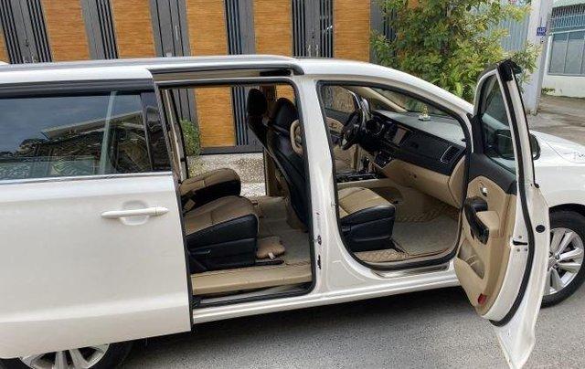 Xe Kia Sedona năm sản xuất 2016, màu trắng còn mới6