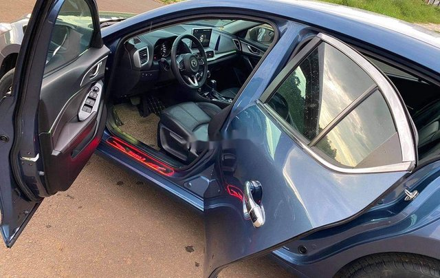 Cần bán gấp Mazda 3 sản xuất 20188