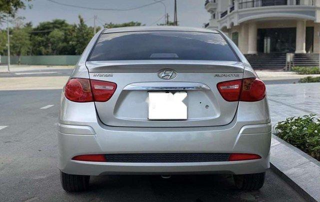 Bán xe Hyundai Avante năm sản xuất 2017 còn mới, giá 387tr5