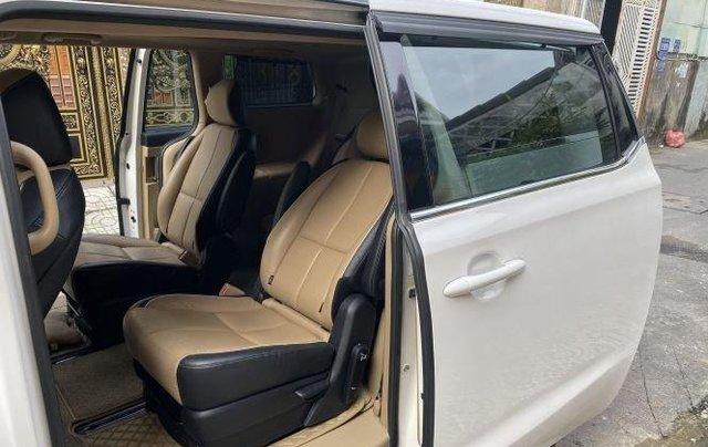 Xe Kia Sedona năm sản xuất 2016, màu trắng còn mới5