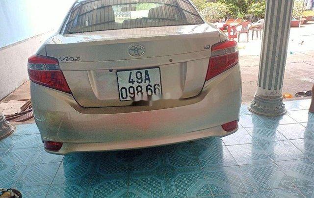 Cần bán lại xe Toyota Vios đời 2015, nhập khẩu nguyên chiếc xe gia đình, 325tr6