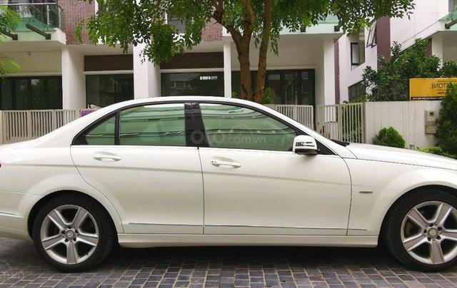Mercedes C300 model 2010, màu trắng4