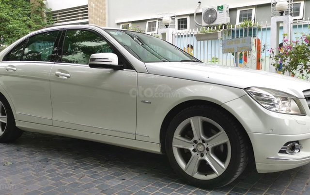 Mercedes C300 model 2010, màu trắng3