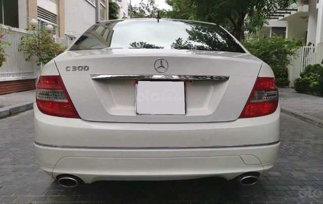 Mercedes C300 model 2010, màu trắng5