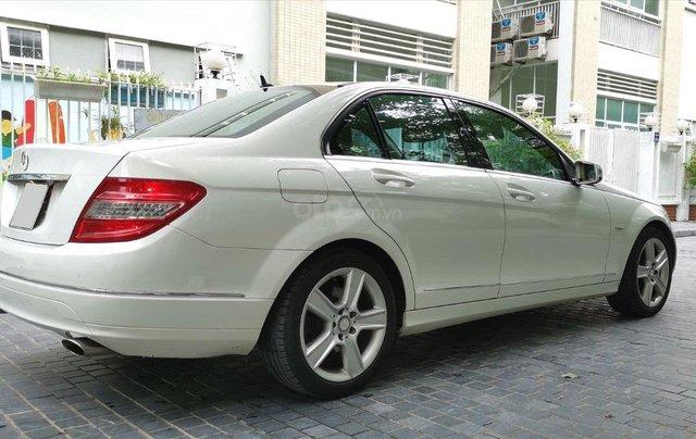 Mercedes C300 model 2010, màu trắng6