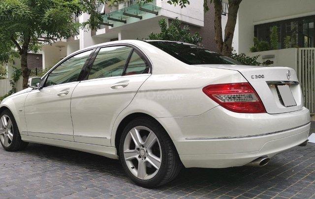 Mercedes C300 model 2010, màu trắng7