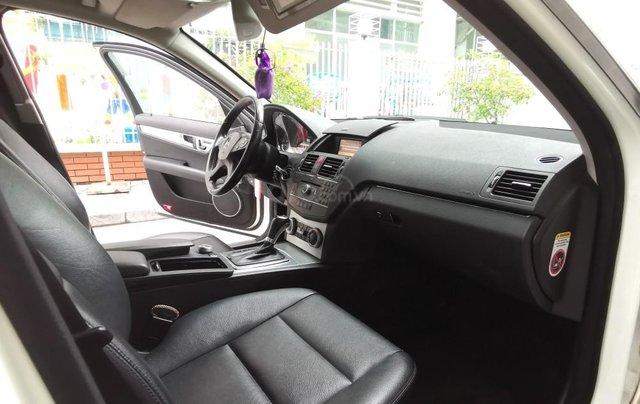Mercedes C300 model 2010, màu trắng10