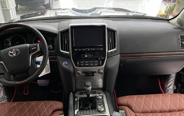 Bán Toyota Landcruiser VX S 5,7 2021, bản MBS 4 chỗ siêu VIP. Xe giao ngay6