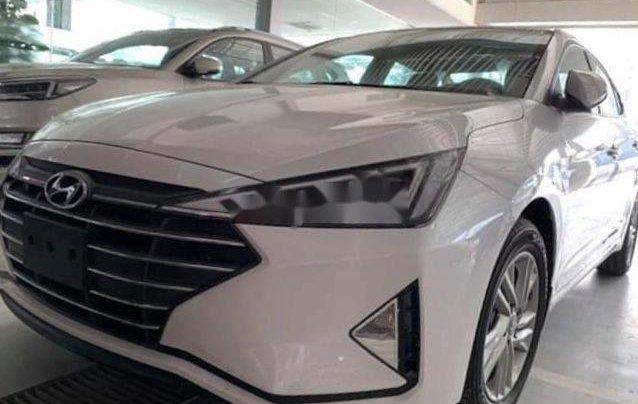 Gia đình bán Hyundai Elantra sản xuất 2019, màu trắng, nhập khẩu0