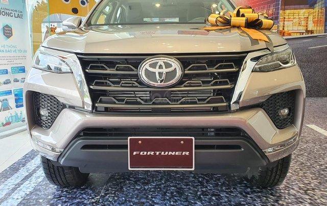 Toyota Fortuner 2.4AT model 2021, đây là Toyota Hiroshima Tân Cảng phân phối, chính thức, mới 100%, đại lý gốc0