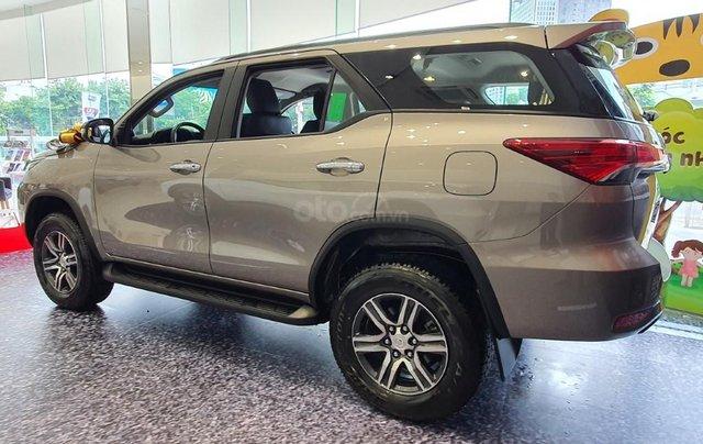 Toyota Fortuner 2.4AT model 2021, đây là Toyota Hiroshima Tân Cảng phân phối, chính thức, mới 100%, đại lý gốc1