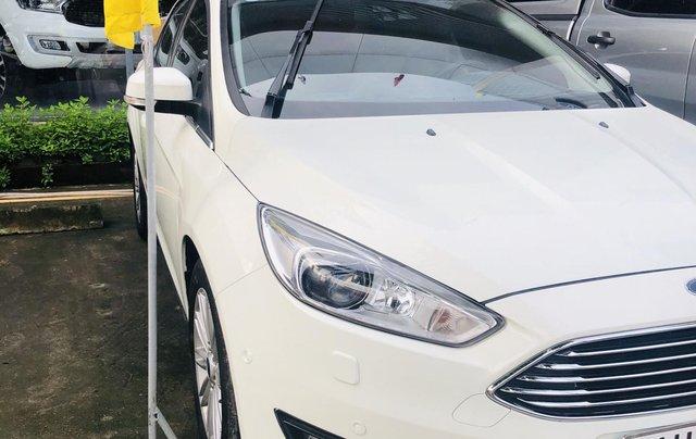 Cần bán gấp Ford Focus đời 2017, màu trắng, ít sử dụng, giá tốt 630 triệu đồng0