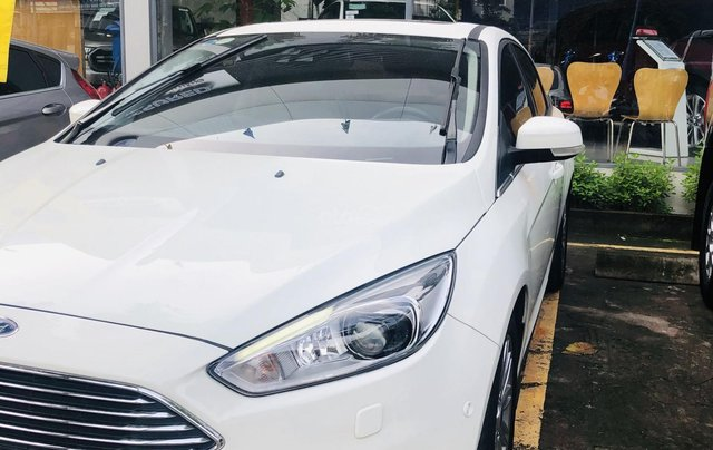 Cần bán gấp Ford Focus đời 2017, màu trắng, ít sử dụng, giá tốt 630 triệu đồng1