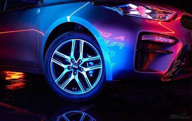 Kia Cerato 1.6 Luxury 2020 đỏ - 1 tháng cuối cùng để hưởng ưu đãi thuế trước bạ 50%, trả góp 85%, nhận xe chỉ với 150tr4