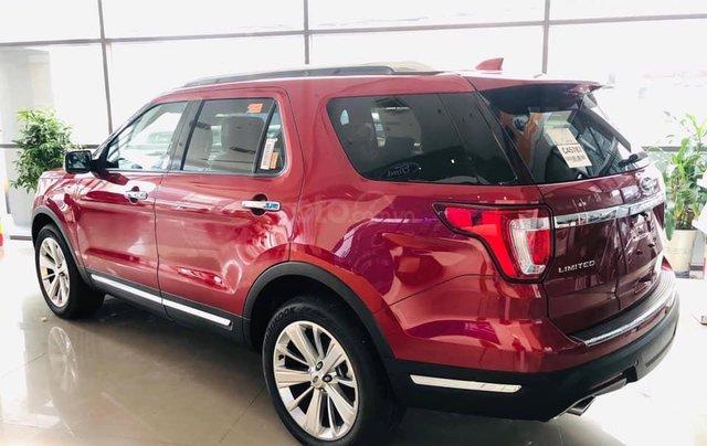 Ford Explorer giảm giá hơn 350tr1