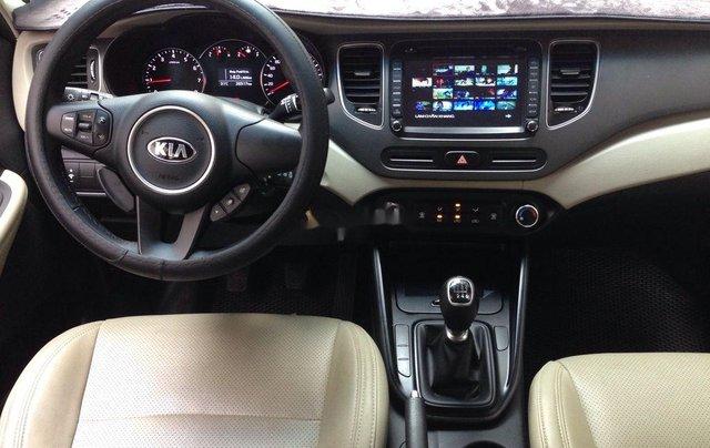 Cần bán Kia Rondo số sàn màu trắng tinh năm sản xuất 2018, xe còn mới, giá ưu đãi3