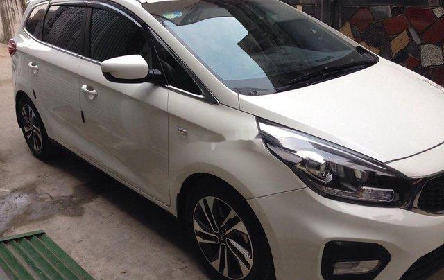 Cần bán Kia Rondo số sàn màu trắng tinh năm sản xuất 2018, xe còn mới, giá ưu đãi2