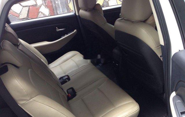 Cần bán Kia Rondo số sàn màu trắng tinh năm sản xuất 2018, xe còn mới, giá ưu đãi4