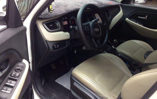 Cần bán Kia Rondo số sàn màu trắng tinh năm sản xuất 2018, xe còn mới, giá ưu đãi6