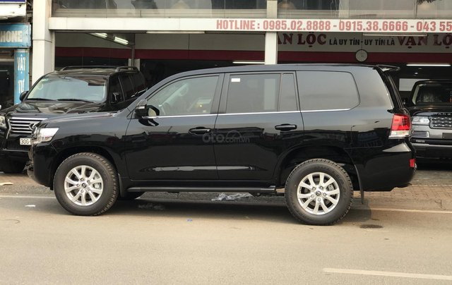 Toyota Land Cruiser sản xuất 2020 giao ngay trong tháng 112