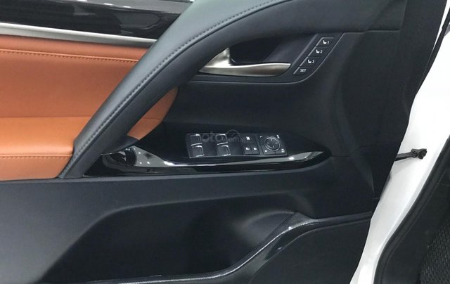 Bán Lexus LX 570 trắng nội thất da bò xe sản xuất 2016 đăng ký cá nhân siêu đẹp8