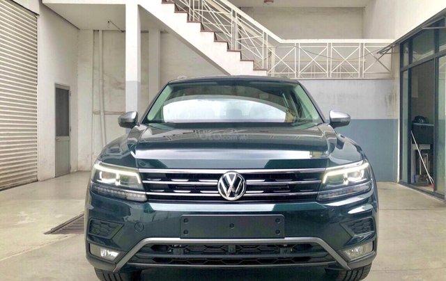 KM cực khủng tháng 10 cho Tiguan Luxury S, màu xanh rêu lạ mắt, không đụng hàng, xe giao ngay, tận nhà. Hỗ trợ NH0