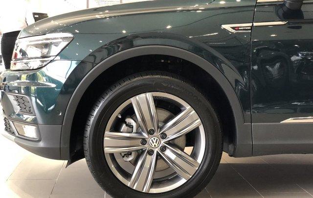 KM cực khủng tháng 10 cho Tiguan Luxury S, màu xanh rêu lạ mắt, không đụng hàng, xe giao ngay, tận nhà. Hỗ trợ NH3