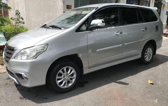 Cần bán xe Toyota Innova sản xuất 2014, màu bạc số sàn0