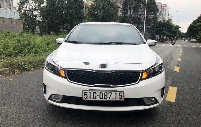Cần bán lại xe Kia Cerato sản xuất 2018, màu trắng1
